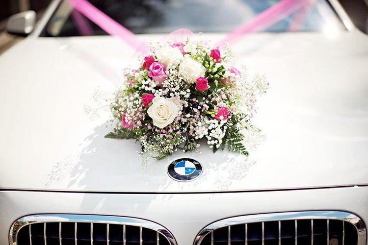 Autoschmuck Hochzeit Weisser Bmw Blumenstrauss Rosa Satinbaender